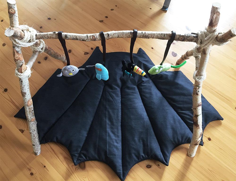 vatteret babytæppe til gulvet